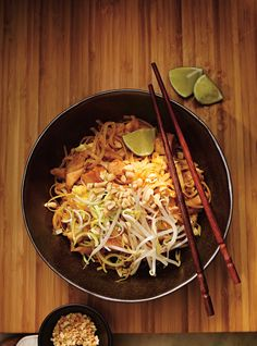 Recette de Ricardo de pad thaï (le meilleur) Ricardo recipe of pad Thai (the best) Thai Recipes, Asian Recipes, Healthy Recipes, Chicken Recipes, Thai Cooking, Asian Cooking, Cooking Salmon, Oven Cooking, Ricardo Recipe