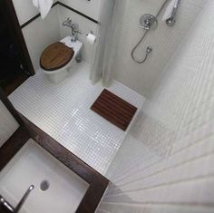 Traditional features, small wet room