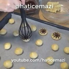 570 Likes, 26 Comments - mutfaklar buluştu ( Baking Tips, Baking Recipes, Italian Cookie Recipes, Just Desserts, Dessert Recipes, Biscuit Cookies, Bear Cookies, Food Decoration, Creative Food