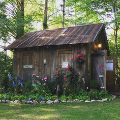 backyard shed makeover Rustic Shed, Wood Shed, Backyard Office, Backyard Sheds, Garden Sheds, Outdoor Storage Sheds, Outdoor Sheds, Shed Building Plans, Shed Plans