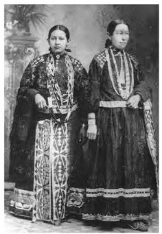 Potawatomi women replaced porcupine quillwork in geometric designs with ribbon appliques on their garments during the nineteenth century, as shown in this circa 1870 photograph. They also used metal brooches to decorate their blouses. Native American Clothing, Native American Photos, Native American Tribes, Native American History, Native Indian, First Nations, Cowboys, Iroquois, Indian Heritage