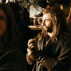 Fili je nejistý před setkáním s Meddědem a Kili má ustaraný výraz Fili Et Kili, Tauriel, The Hobbit Movies, O Hobbit, Tolkien Books, Jrr Tolkien, Thranduil, Legolas, Thorin Oakenshield