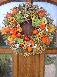 Jesenné dekorácie. Nápady, ktoré potešia oko aj dušu:) Fruits Decoration, Autumn Wreaths, How To Make Wreaths, Happy Halloween, Floral Arrangements, Fall Decor, Diy And Crafts, Floral Wreath, Flowers