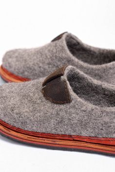 Felt breathable womens shoes from grey sheep wool with natural lining and lightweight rubber sole Style Minimaliste, Felted Slippers, Architecture, Etsy, Shoes, Fashion, Felting, Zapatos, Wool Felt