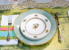 To shake up a traditional tablescape, incorporate more than one china pattern. Just make sure they have similar colors and motifs. #vintage #wedding