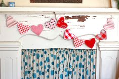 Need a quick and easy Valentine's Day project? Looking to work through your basket of scraps? Make hearts a flutter all over your house with this adorable Valentine's Garland designed by Virginia of Gingercake! Sewing Patterns Free, Free Sewing, Sewing Tutorials, Sewing Projects, Felt Patterns, Bag Patterns, Sewing Tips, Free Pattern, Craft Projects
