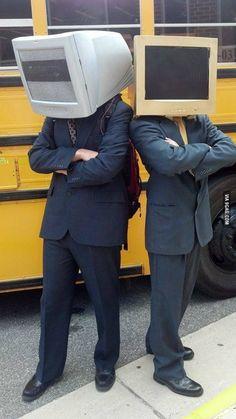 """Se viene octubre y con él, los disfraces Daft Punk y las piezas de nuestro concurso """"6 segundos para celebrar #6añosRP""""  No se queden por fuera, hay plazo hasta el 04 de octubre, no hay límite de propuestas y los premios están increíbles.  Información del concurso: www.redactorespublicitarios.co/blog_6aniversario.html  Acá el Vine: https://vine.co/v/h6iD96AgDBO"""