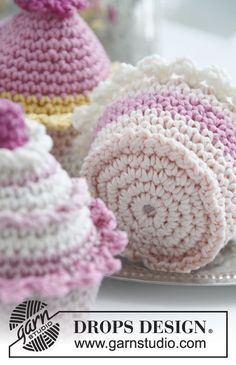Crochet DROPS cupcakes FREE pattern.