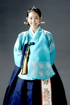 hanja: 李祘), also known as Lee San: The Wind of the Palace, is a 2007 South Korean historical drama, starring Lee Seo-jin and Han Ji-min. It aired onMBC from September 2007 to June 2008 on Mondays and Tuesdays 한지민 Korean Traditional Dress, Traditional Fashion, Traditional Dresses, Han Ji Min, Korean Hanbok, Korean Dress, Oriental Dress, Culture Clothing, Beautiful Costumes