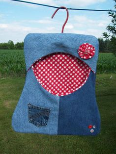 Do you need a crochet clothespin bag pattern free of charge? Then today is your day because we have just the thing for you. A clothespin bag will defi. Clothes Pegs, Clothes Line, Clothes Pin Bags, Crochet Crafts, Sewing Crafts, Sewing Projects, Diy Clothespin Bag, Storing Plastic Bags, Artisanats Denim
