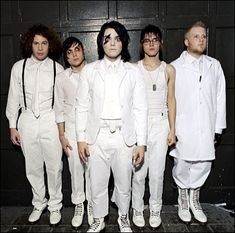 My Chemical Romance. bobs face tho<<<< *teacher voice* Mikey, those shoulders are so distracting, you'll have to change Emo Bands, Music Bands, Music Stuff, My Music, Rock Music, My Chemical Romance Shirts, Bvb Fan, Mikey Way, Black Parade