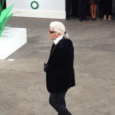 Karl killing it. #chanel #chanelshow #pfw #karllagerfeld