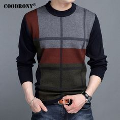 Trendy Men's sweaters, jackets, and hoodies for casual, work, and trendy events. Warm Sweaters, Pullover Sweaters, Men Sweater, Gents T Shirts, Versace Men, Clothing Co, Men Looks, Benetton, Men Casual
