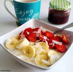 Strawberry banana oatmeal  #zapachapetytu #strawberry #banana #oatmeal Strawberry Banana, Fruit Salad, Oatmeal, Breakfast, Food, The Oatmeal, Morning Coffee, Fruit Salads, Rolled Oats