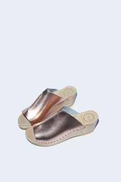 Front Seam Slide Clog on Mid Wedge in Rose Gold