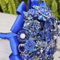 Blue Brooch Bouquet - Blue Petyl