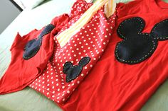 "A TON of ideas for ""make your own"" matching/themed Disney shirts for your Disney vacations. Disney 2015, Disney Tips, Disney Magic, Disney Shirts, Disney Outfits, Disney Clothes, Cute Disney, Disney Dream, Disney Nerd"