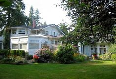 North Vancouver Bed & Breakfast ThistleDown House innkeepers Ruth & Rex were the 2004 recipients of the Moyra Turner Hospitality award.