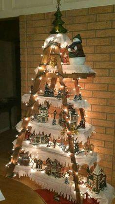 Árvore de natal  diferente com escada e tábuas
