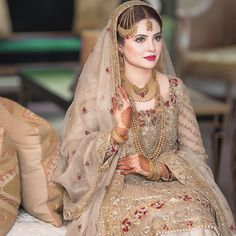 This beauty looks stunning in signature makeup . Asian Wedding Dress Pakistani, Asian Bridal Wear, Pakistani Bridal Makeup, Pakistani Formal Dresses, Pakistani Dress Design, Bridal Mehndi Dresses, Wedding Dresses For Girls, Indian Wedding Outfits, Indian Outfits
