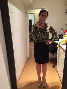 COMPREI: camisa da C&A com minha saia azul marinho de alfaiataria pós ajustes na costureira. Curti bastante!