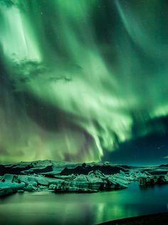 ✯ Northern Lights over Ice Lagoon