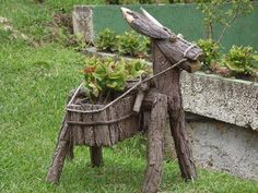 Garden Yard Ideas, Garden Crafts, Diy Garden Decor, Garden Projects, Wood Projects, Wood Log Crafts, Wood Slice Crafts, Twig Furniture, Wood Animal