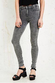 Dr. Denim Plenty Jeans in Grey Acid Wash £47.00 urban outfitters