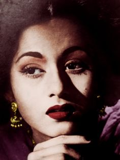 Heavenly ethereal beauty of Madhubala Asian Photography, Photography Poses Women, Vintage Bollywood, Rekha Actress, Bollywood Actress, Bollywood Pictures, Ethereal Beauty, Stylish Girl Pic, Indian Celebrities