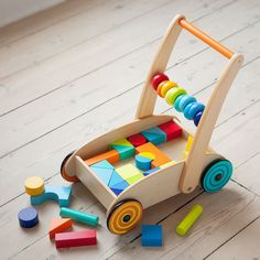Encourage new walkers on their feet by introducing them to the Baby Walker with Wooden Blocks. The sturdy wooden construction offers support to develop your toddler's confidence, while the blocks are a fun way to stimulate psychological and motor skills. Wooden Baby Toys, Wood Toys, Best Kids Toys, Kids Wood, Outdoor Toys, Montessori Toys, Wooden Blocks, Diy Toys, Kids Furniture