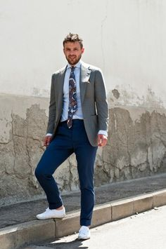 Grey blazer, pale blue shirt, patterned floral tie with petrol blue chinos and trainers. Street style inspiration - The crisp white sneakers are a refreshing casual update to this suit at Pitti. Mens Fashion Blazer, Mens Fashion Blog, Men's Fashion, Fashion Trends, Cool Outfits, Casual Outfits, Men Casual, Smart Casual, Casual Suit