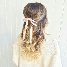 Oh so pretty hairstyle by @thehairgypsy for @stephsterjovski. Wouldn't it make such a gorge #bridalhairstyle?! #ombre #hair #perfectcurls #passmetheribbon #bridalmusingsloves