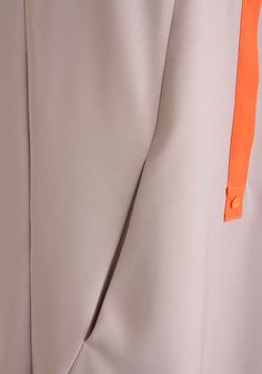 Tunic with inseam pockets (closeup)