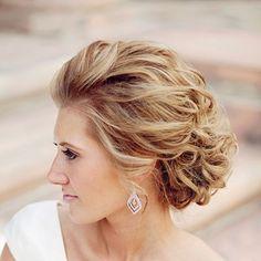 Причёски с забранными назад волосами