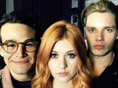 Simon (Alberto Rosende), Clary (Katherine McNamara) and Jace (Dominic Sherwood) getting ther love triangle on in SHADOWHUNTERS Clary And Simon, Clary Und Jace, Clary Fray, Shadowhunters Tv Series, Shadowhunters The Mortal Instruments, Cassandra Clare, Alberto Rosende, Bae, Shadowhunter Academy