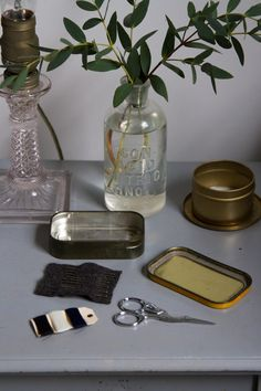 growing a minimalist wardrobe: make a sewing kit