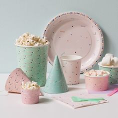 Sweets and snacks taste even better when served in dainty cups, according to Anna. Popcorn cups, three pcs. DKK 12,90 / EUR 1,84 / ISK 344 / NOK 18,60 / GBP 1,77 / SEK 17,90