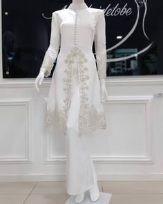 Malay Wedding Dress, Desi Wedding Dresses, Wedding Dress Sleeves, Bridal Dresses, Dress Brukat, Hijab Dress Party, The Dress, Modest Formal Dresses, Trendy Dresses