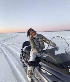 Autumn Winter Fashion, Fall Winter, Ski Season, Look Girl, Winter Pictures, Poses, Winter White, Sweater Weather, Snowboarding