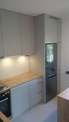 Kitchen Room Design, Kitchen Cabinet Design, Modern Kitchen Design, Home Decor Kitchen, Interior Design Kitchen, Small Modern Kitchens, Modern Kitchen Interiors, Modern Kitchen Cabinets, Bungalow Kitchen