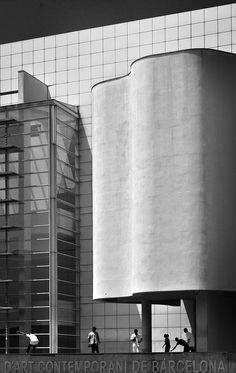 MACBA - Barcelona Museum of Contemporary Art / Richard Meier   Flickr - Photo Sharing!