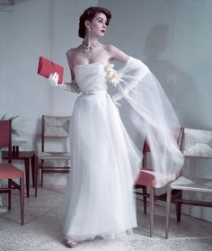 1952   Suzy Parker for Dior   Glamorous 1950s White Evening Gown   Glamour   1950's Pink Clutch   Hollywood