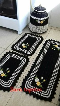 Crochet Animal Rugs by Ira Rott Giveaway on Moogly! Granny Square Crochet Pattern, Crochet Flower Patterns, Crochet Flowers, Crochet Kitchen, Crochet Home, Baby Boy Scrapbook, Cushion Fabric, Cushions On Sofa, Diy And Crafts