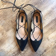 TOPSHOP black leather flats with lacesUS 9 Worn only a few timesSize US 9Very comfortableYou can wear this at any occasionBlack, LeatherGreat clean condition Topshop Shoes Flats & Loafers