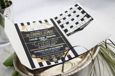 Invitation, Gatsbywedding, big, great, gatsby, black, White, stripes, Art déco, Art Nouveau, gold, silver, glitter, 20s, partyinvitation, pocketfold, pocket, wedding, invitation, weddinginvitation, pocket invitation, wedding stationery, wedding design, card design, Einladung getsbyhochzeit, schwar, weiß, streifen, Jugendstil, Silber, Glitzer, 20er, Partyeinladung, Hochzeit, Hochzeitseinladung, Pockeneinladung, Hochzeitspapeterie, Kartendesign, individuell, Papeteriedesign, Grafikdesign