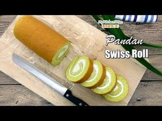 This Pandan Swiss Roll Cake is made with fresh pandan juice, no artificial flavour or colouring are added. The texture of the cake is soft, moist and spongy, it can be rolled up easily and nicely. Swiss Roll Cakes, Swiss Cake, Pandan Chiffon Cake, Pandan Cake, Sponge Cake Recipe Best, Cake Roll Recipes, No Cook Desserts, Italian Desserts, Chocolate Chip Recipes