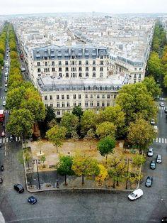 ysvoice:    ♕   Paris - corner of Boulevard   by © Manuel...