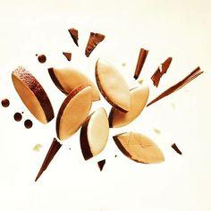 À Pâques, craquez pour le Calisson d'Exception Chocolat Noisette #calisson #chocolat #noisette #Pâques #confiserie #calissons #Pâques2016 #gourmandise #confiseur #Provence #easter #chocolate #Easter2016 #pastry #yummy #InstaFood #beautifulcuisines #RoyRené