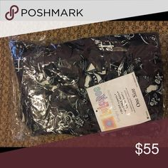 NEW OS LuLaRoe Halloween trick or treat Leggings👻 Brand-new never worn or out of package. LuLaRoe Halloween trick or treaters Leggings  🎃🕷💀👻 feel free to make me an offer using the make me an offer button LuLaRoe Pants Leggings