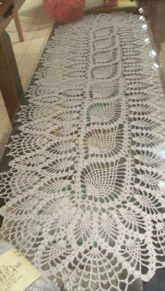 pineapple table runner - photo only; possibly Laura Wheeler Design 640, also from American Weekly 3170